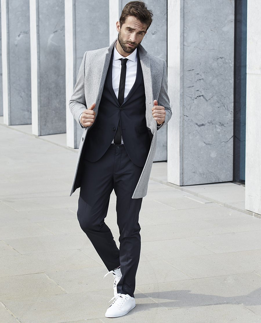 How to wear sneakers with a suit , Collaration